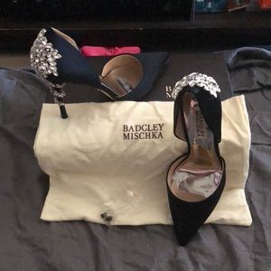 BNWT Badgley Mischka Black Satin Vogue Size 7